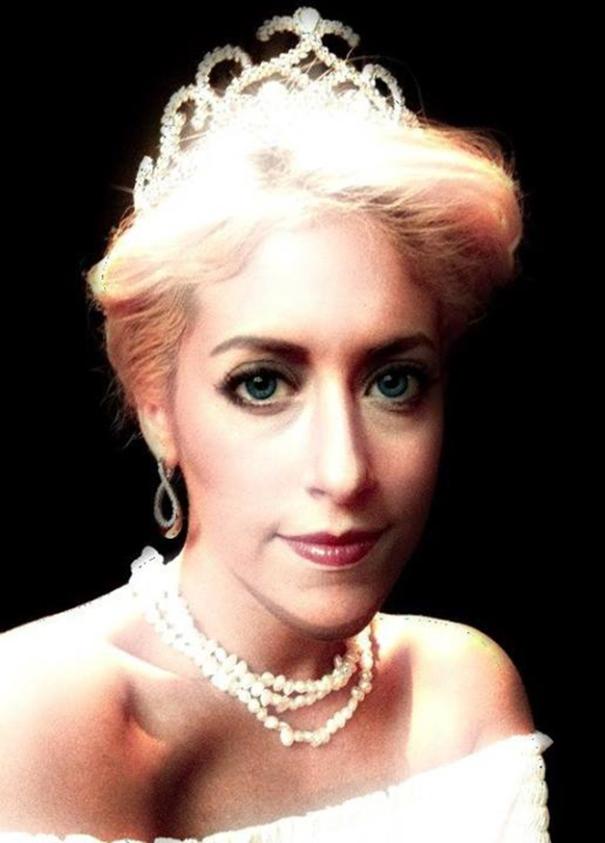 Carly Paige Princesa Diana